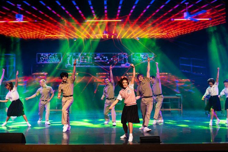義大皇家劇院今年全新推出「舞動青春SHOW」。圖/義大遊樂世界提供