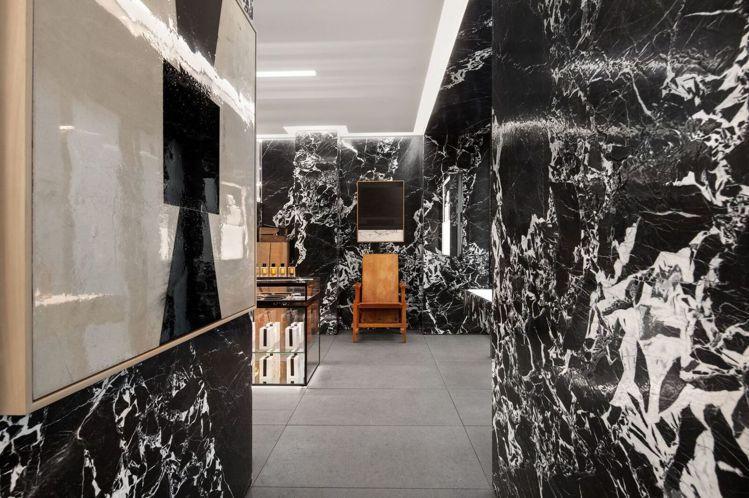 空間中的簡約線條、景深層次,讓CELINE高級香水專賣店有奢華優雅之美。圖/CE...