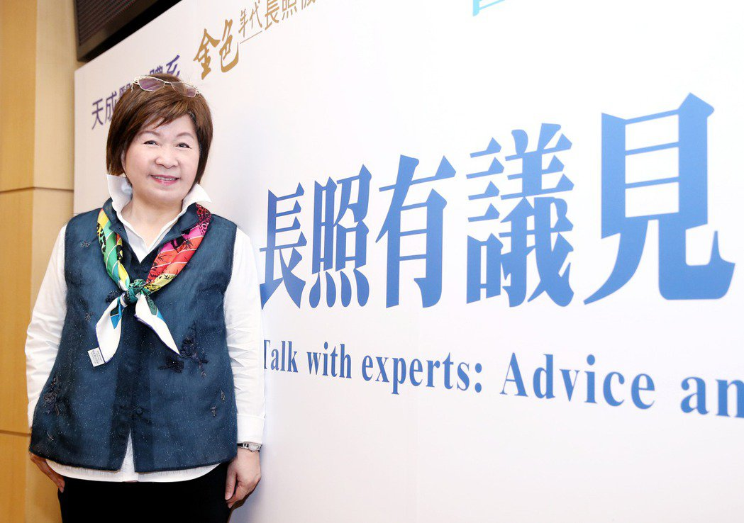 天成醫療體系董事長張育美,分享醫養合一的服務優勢。 記者曾原信/攝影