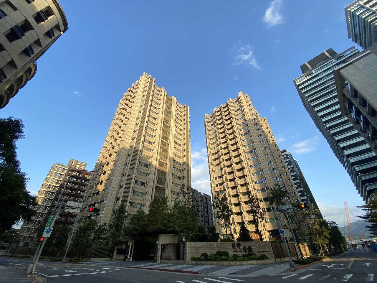 韓國瑜上周被爆出2015年曾在南港下訂7200萬元豪宅。記者曾吉松/攝影
