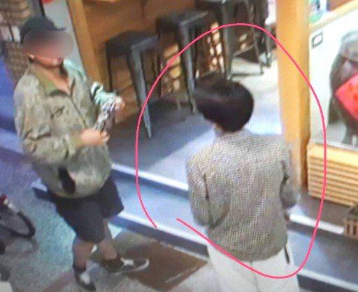 韓國瑜台南造勢遭丟雞蛋襲擊,警方掌握陳姓男子(左)和張姓男子(右)丟完雞蛋後,到...