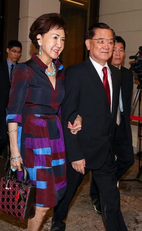 連戰(右)與太太連方瑀。圖/聯合報系資料照片