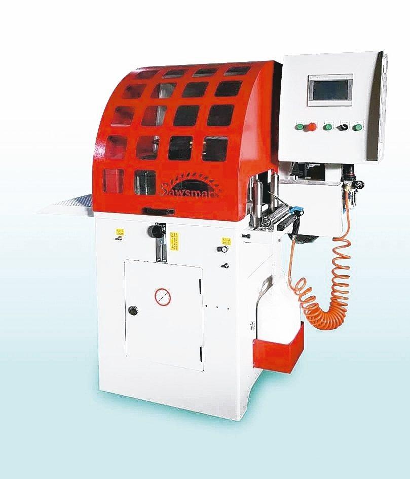 冠盛機械研發的自動送料圓鋸機。 冠盛公司/提供