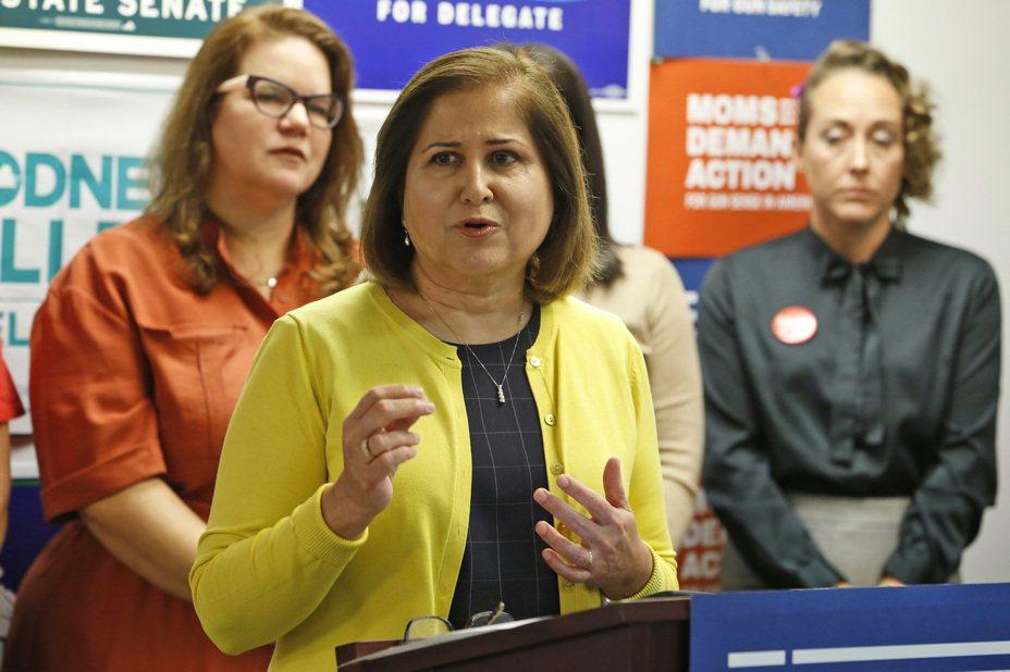 哈希米成為維吉尼亞州參議會的首位穆斯林女性參議員。 美聯社