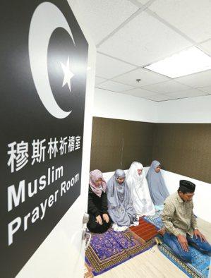 台鐵於台北車站地下一樓設置穆斯林祈禱室。 圖/聯合報系資料照片