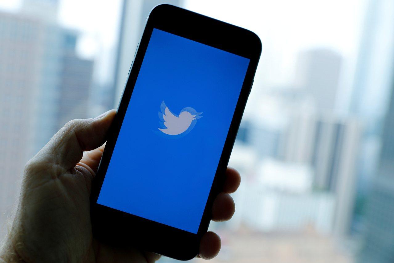 社交媒體推特(Twitter)將推出新功能,讓用戶以追蹤特定人物的相同方式關注特...