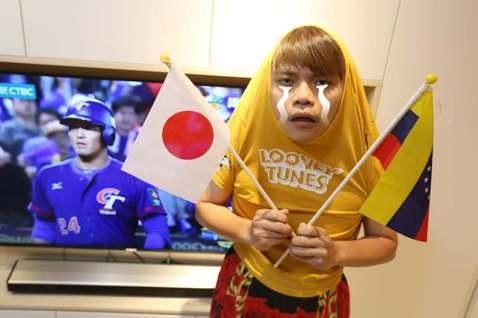 Youtuber蔡阿嘎非常熱愛棒球,之前還受邀到美國紐約為大都會隊開球,最近世界12強棒球賽開打,他當然也有關注,還不停為中華隊的對手球隊加油,只因為他自稱是「帶塞型Youtuber」。過去蔡阿嘎看...
