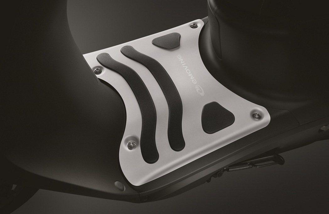iE125特仕車配件鋁合金踏板。 圖/中華汽車提供