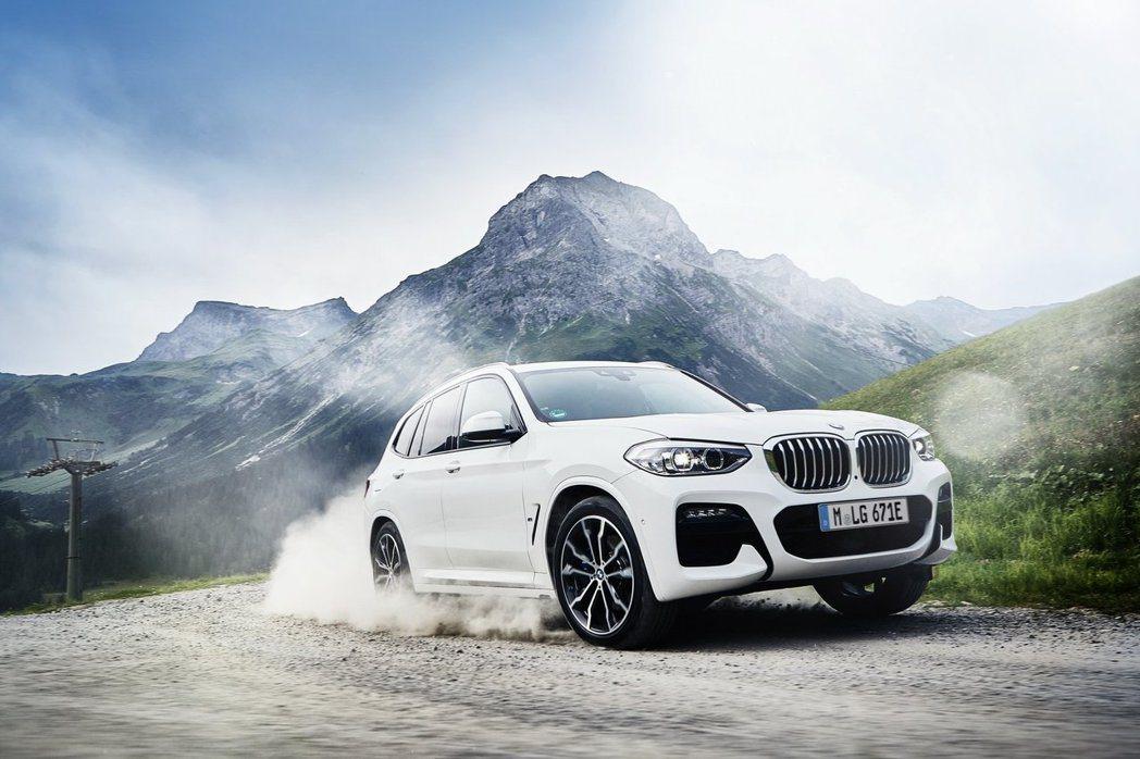 全新BMW X3 xDrive30e綜效馬力可達到292hp/42.8kgm。 ...