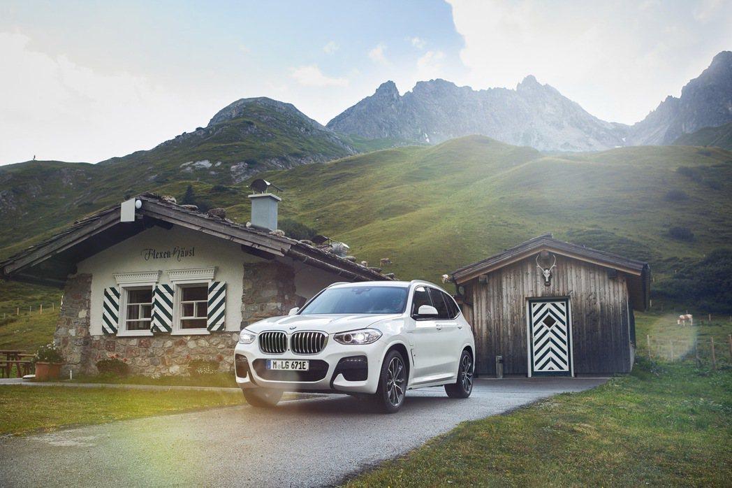 全新BMW X3 xDrive30e在使用純電模式行駛之下,最多可跑超過50公里...