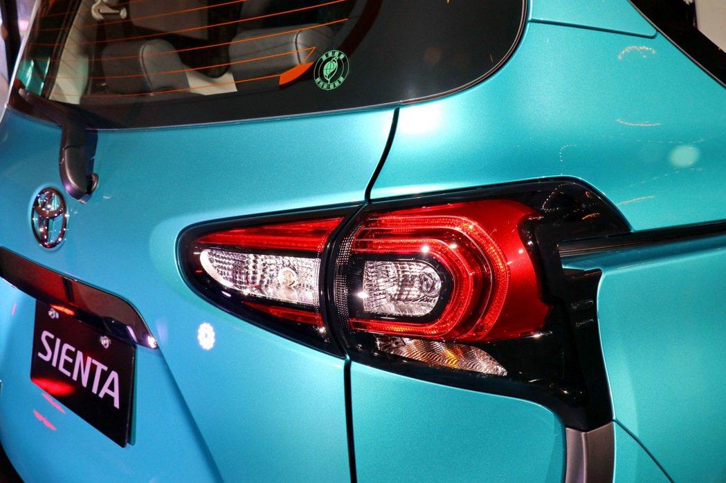 全新新C型光條式尾燈設計。 記者陳威任/攝影