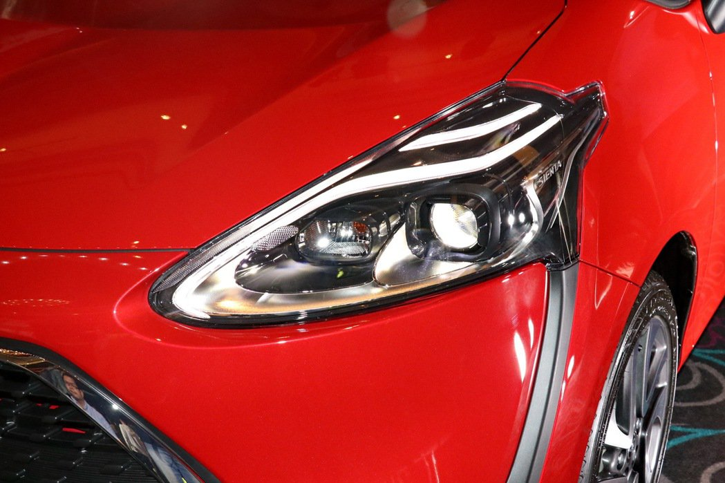 全新頭燈設計讓車頭看起來更有神。 記者陳威任/攝影