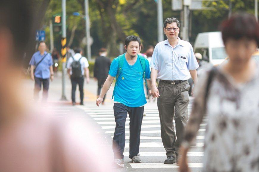 智總理事長陳誠亮30年來,與孩子一起攜手渡過(照片來源:智障者家長總會)