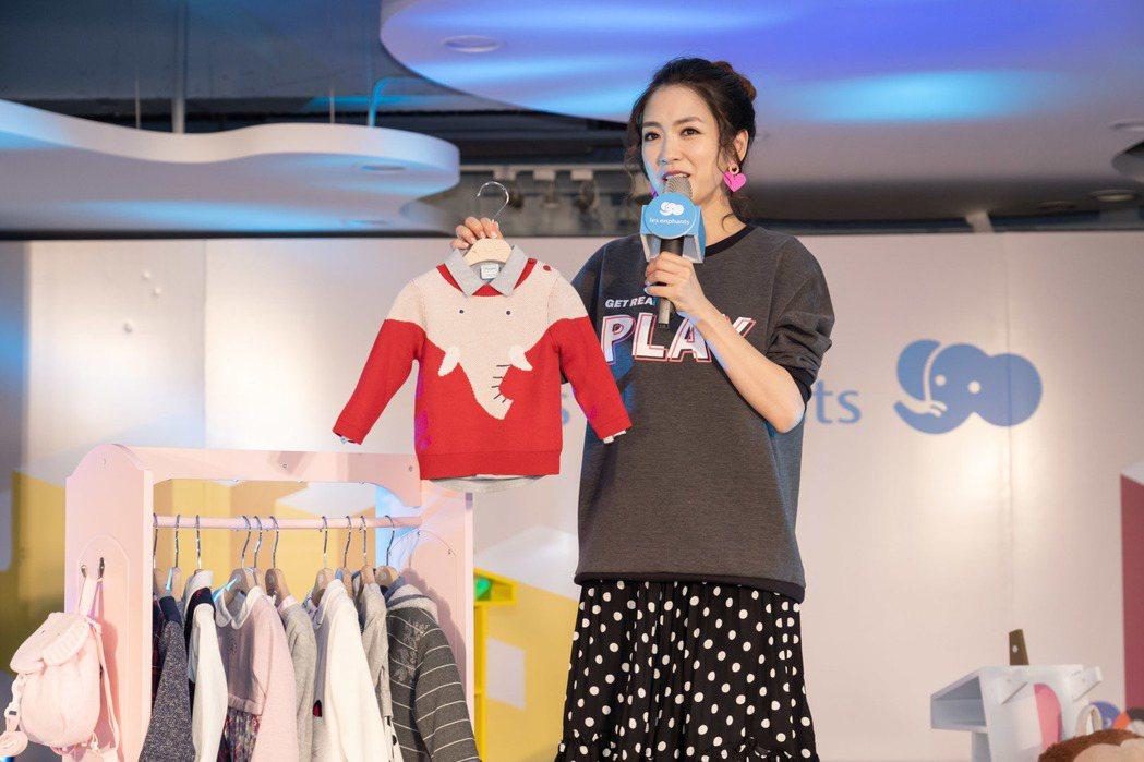 麗嬰房創意象系列的One Point大象毛衣也是楊千霈特別喜愛的款式之一。 麗嬰...