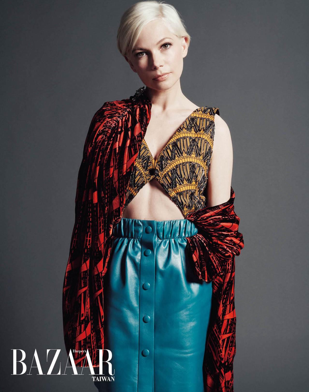 刺繡背心、罩衫、皮裙, Louis Vuitton。