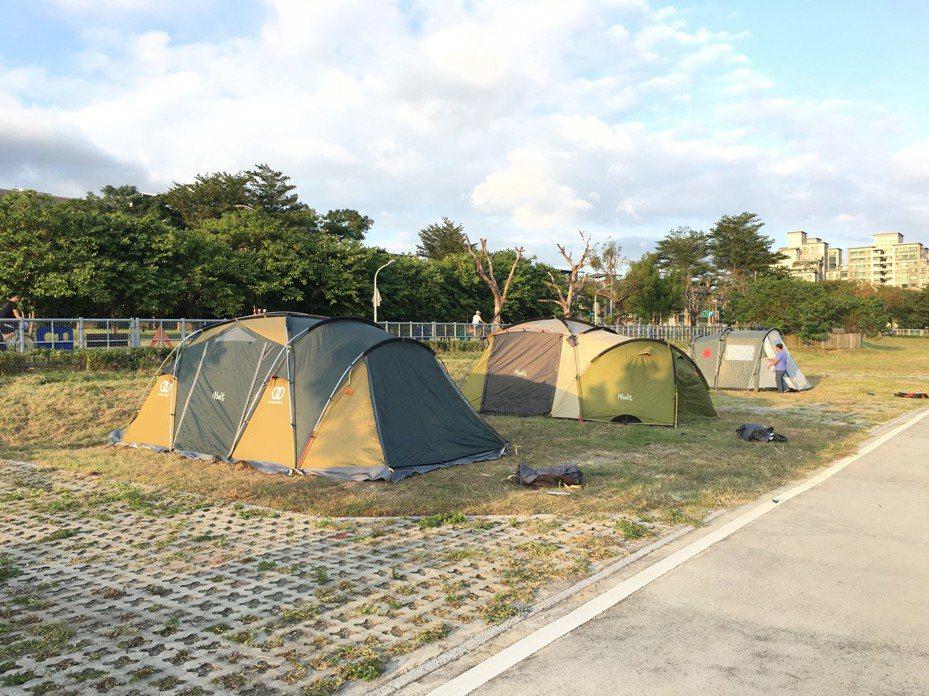 新北市樹林河濱公園露營區11月11日重新開幕營運,設有38個營位並提供露營裝備。圖/新北市高管處提供