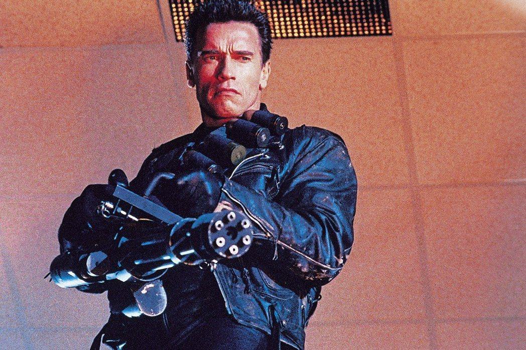 「魔鬼終結者2」時的阿諾史瓦辛格是好萊塢最紅動作巨星。圖/摘自imdb