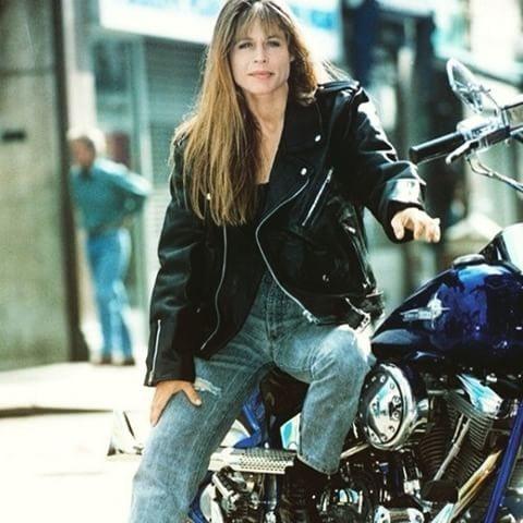 琳達漢彌爾頓在「魔鬼終結者2」變成帥氣女戰士。圖/摘自imdb