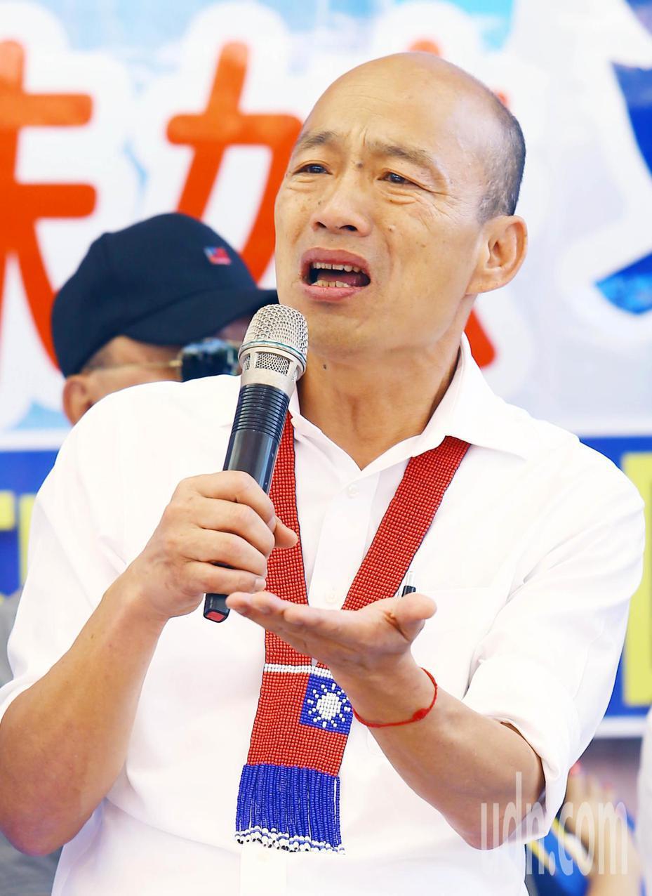 國民黨總統參選人韓國瑜表示,北市南港的房子是他當北農總經理一年前買的,因為沒辦法再繳得起貸款所以賣掉。圖為11月1日他在「傾聽之旅」前往中壢。本報資料照片