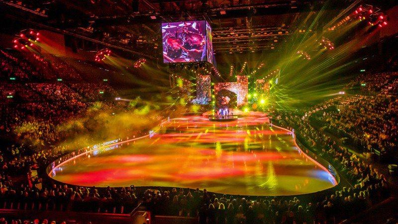 《Art on Ice 歌舞冰上》結合歷屆奧運金牌滑冰選手、葛萊美獎情歌天王麥可‧波頓與特技舞蹈、超炫舞台及燈光。圖/聯合數位文創提供