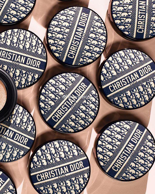 迪奧將在2020年,推出老花氣墊粉餅。圖/摘自微博