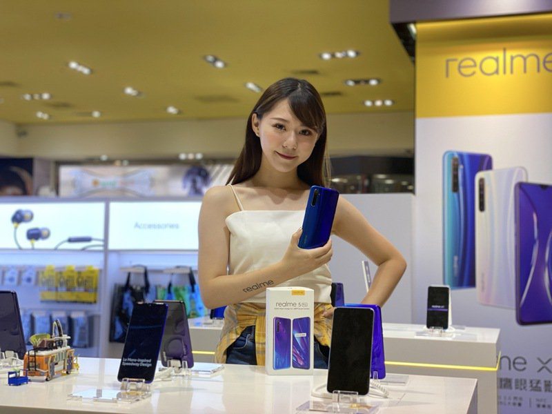 realme首家實體店即日起至11月14日於台北華納威秀試營運。記者黃筱晴/攝影