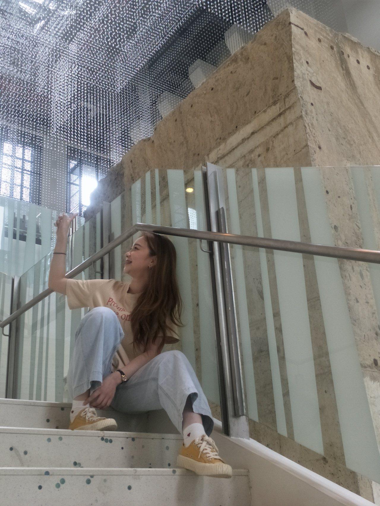 海科館是台灣工業遺址化身為博物館首例,沈穩的水泥灰色調加上斑駁牆身,成為許多網美...