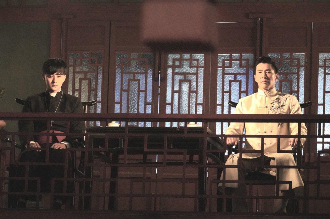 黃少祺赴大陸演出「熱血少年」和黃子韜(左)對戲 圖/華人創作提供