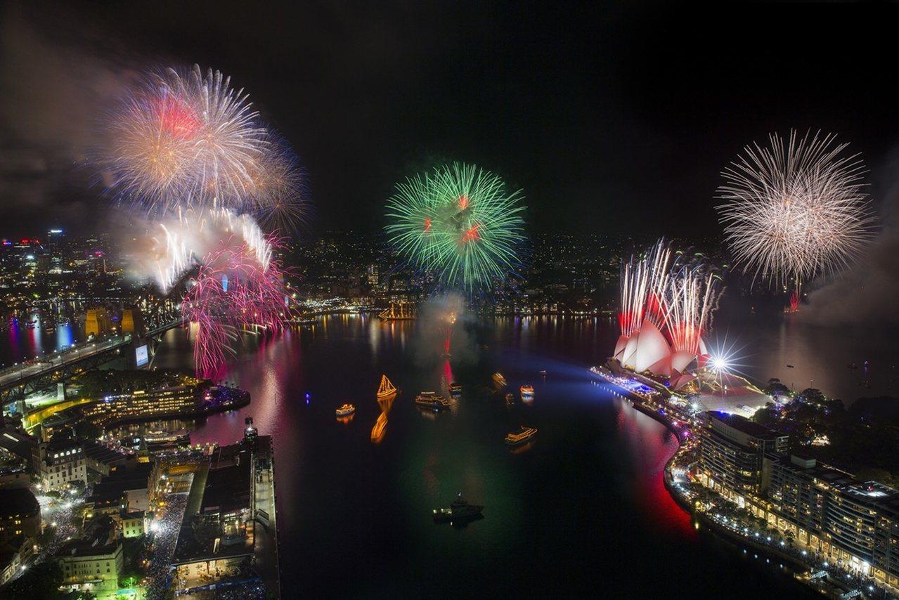 雪梨包船舉辦「跨年煙火秀包船音樂派對」,也是新奇體驗。圖/雄獅旅遊提供