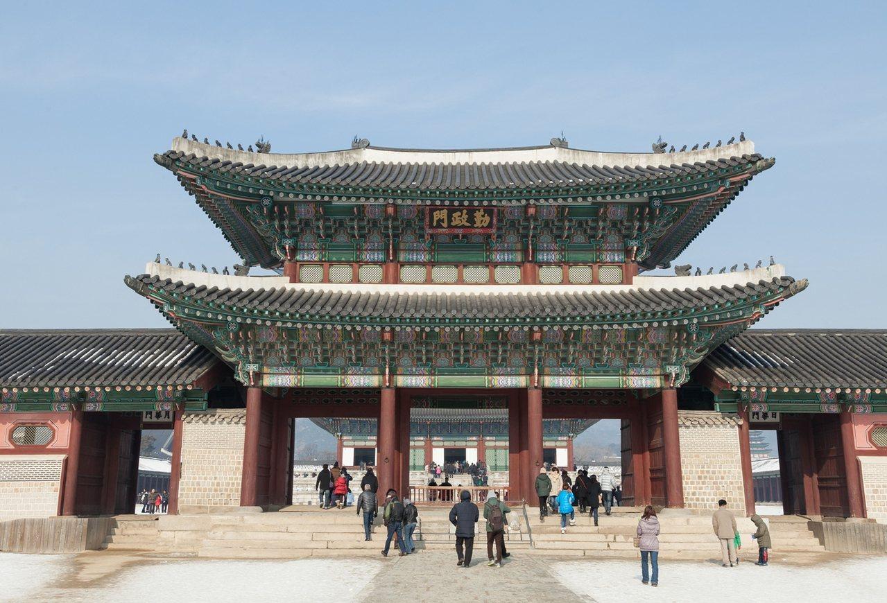 穿韓服遊景福宮5日,旅展價7,999元起。圖/雄獅旅遊提供