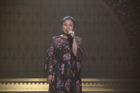 夏川里美日前登上年代「MUCH金點秀」,她從小就唱鄧麗君的歌參加歌唱比賽,也多次在演唱會上表演鄧麗君的歌曲,走紅後因音色、曲風與鄧麗君相似,更獲「日本鄧麗君」美名。此次在節目中現場演唱,連樂隊老師阿...
