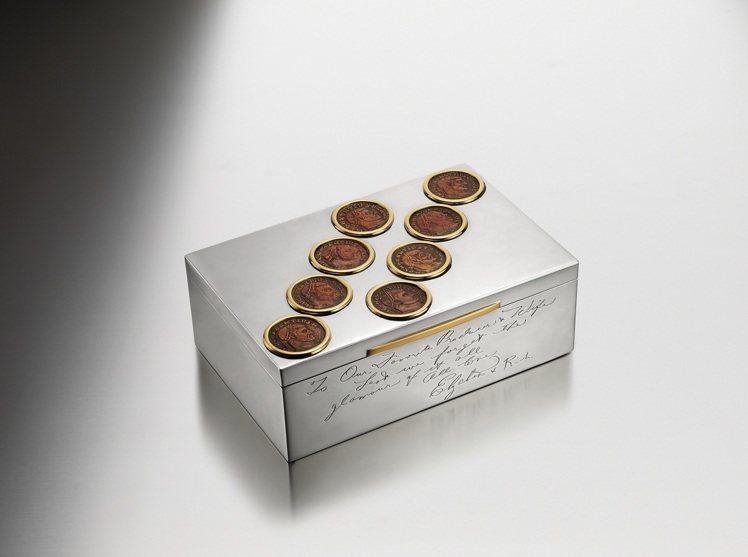 Heritage典藏系列Monete古幣菸盒,是伊莉莎白泰勒和理察波頓訂作送給埃...