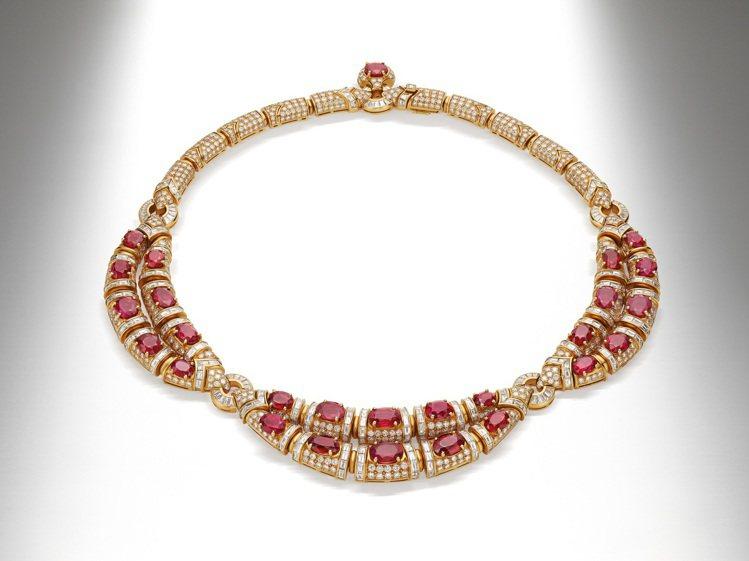 第34屆奧斯卡影后蘇菲亞羅蘭配戴Heritage典藏系列黃K金紅寶石項鍊。圖/寶...