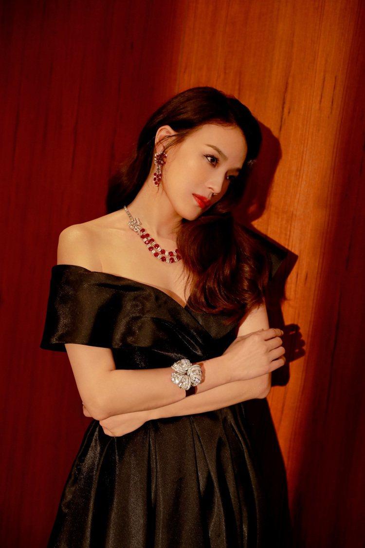 品牌代言人舒淇配戴Heritage典藏系列鑽石與紅寶石項鍊,亮相2019上海國際...