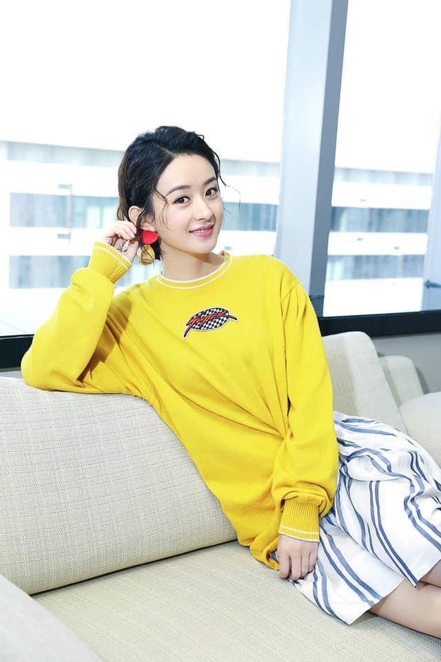 網傳趙麗穎將演出「新煙雨濛濛」原本趙薇的角色。圖/摘自臉書