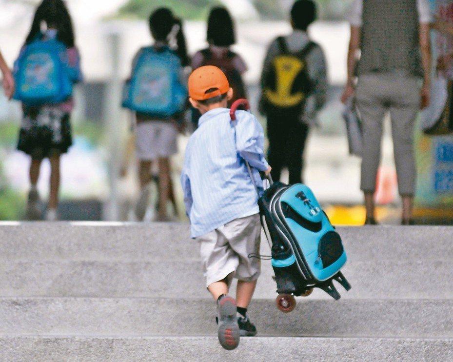 教育部今表示,為持續落實保障身心障礙學生學習權利,除109年度增加5.4億元特殊教育預算,也將自108學年度第2學期增補特教教師,並研議調降教學節數,減輕教學壓力,維護特教品質。本報資料照片