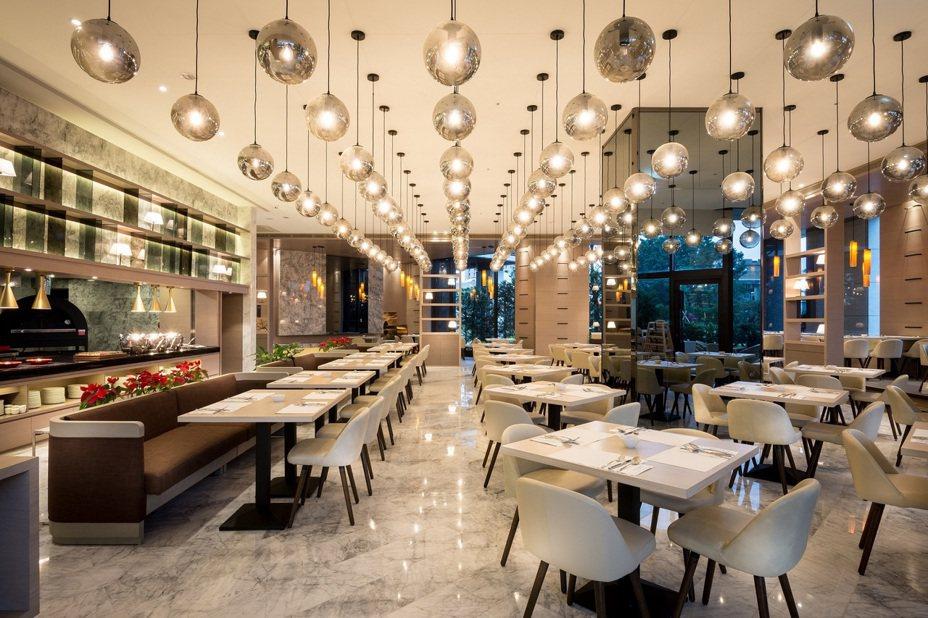 羅東村却明廚百匯自助式餐廳,菜色豐富多樣。圖/羅東村却提供
