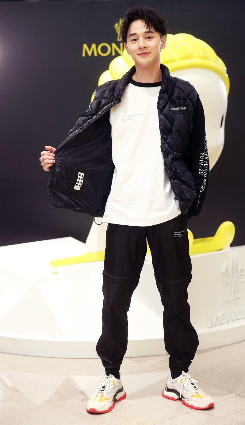 張軒睿穿MONCLER Fragment Hiroshi Fujiwara系列上衣13,600元、羽絨背心41,700元、褲子22,000元、鞋子21,200元。記者徐兆玄/攝影