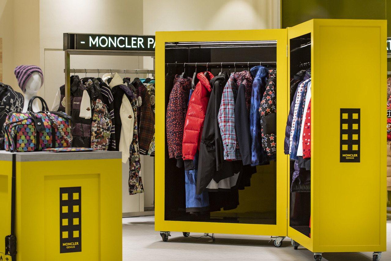 「Moncler Genius限時概念店」銷售特別版T恤、多款限定商品。圖/MO...