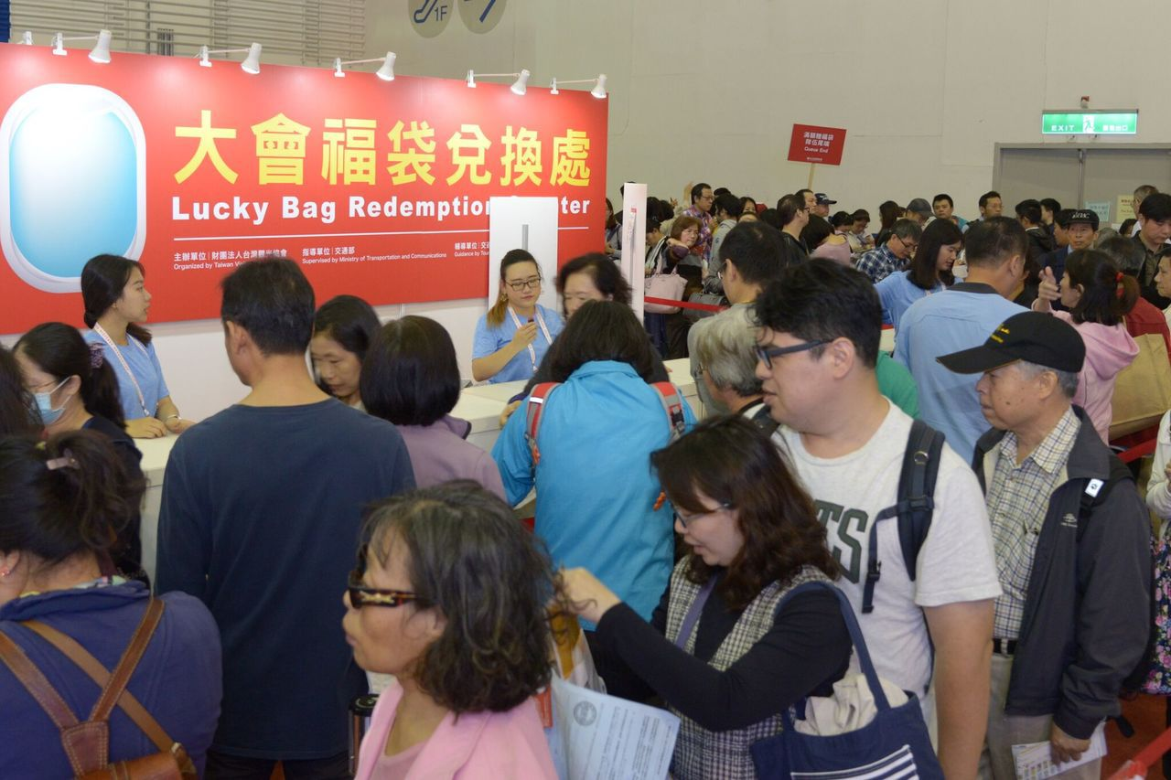 每年旅展都會吸引大批民眾前往搶便宜。圖/台灣觀光協會提供