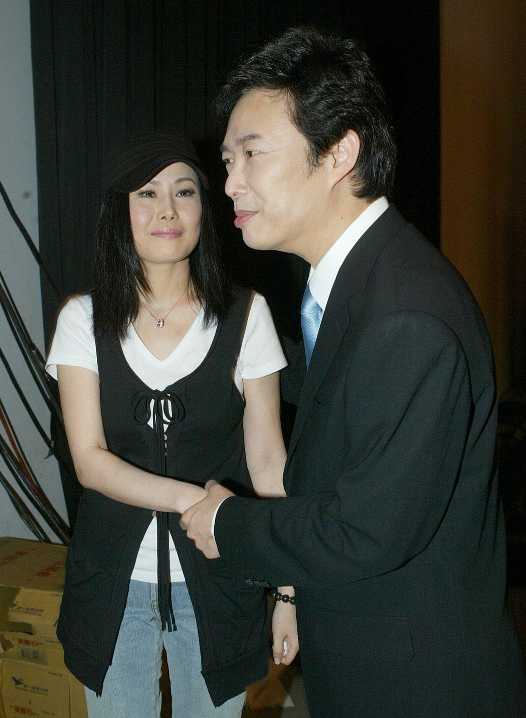 費玉清(右)和江蕙相識於秀場,感情如同家人親密。圖/報系資料照