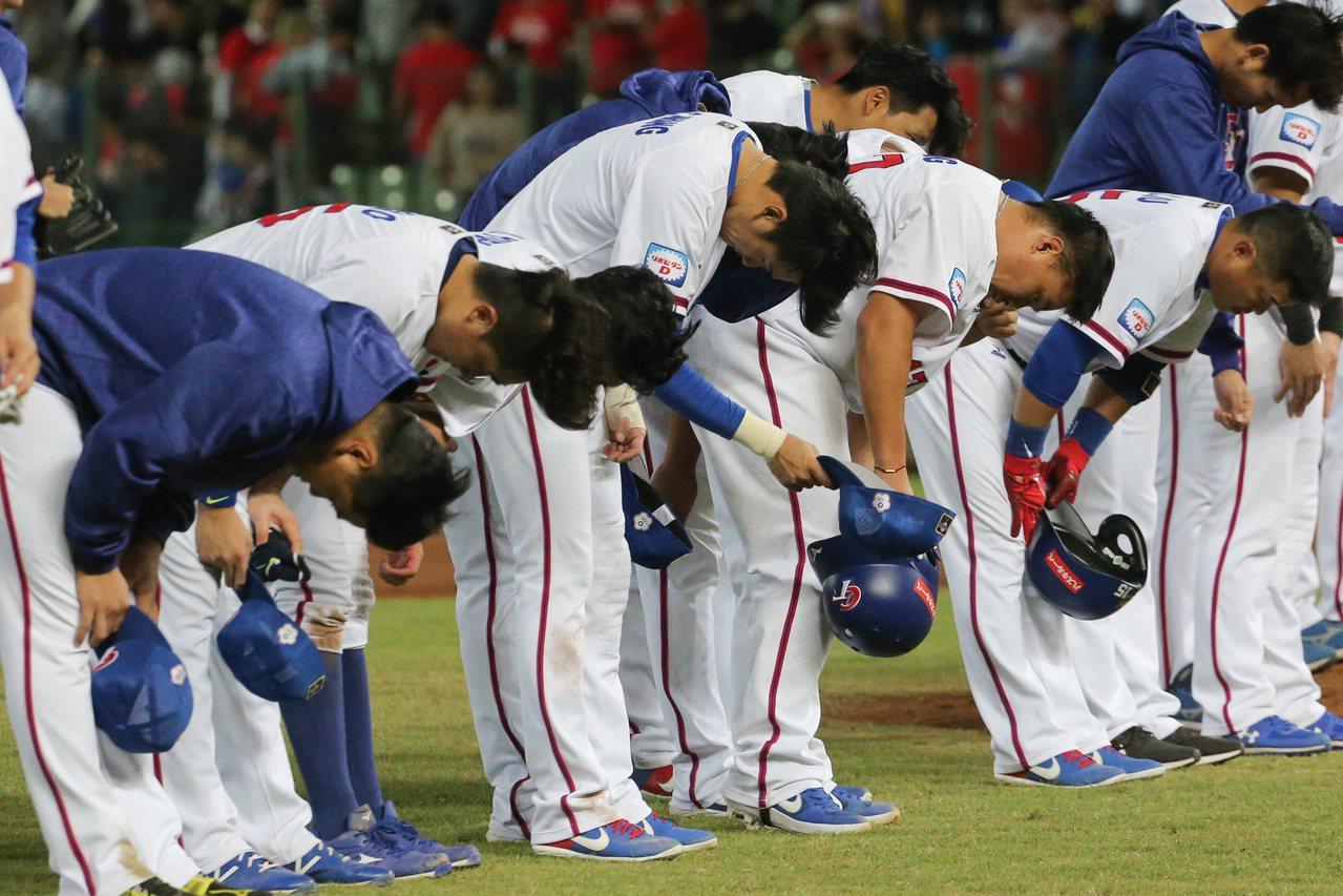 世界12強棒球賽預賽,中華隊以1:8敗給日本隊。記者黃仲裕/攝影