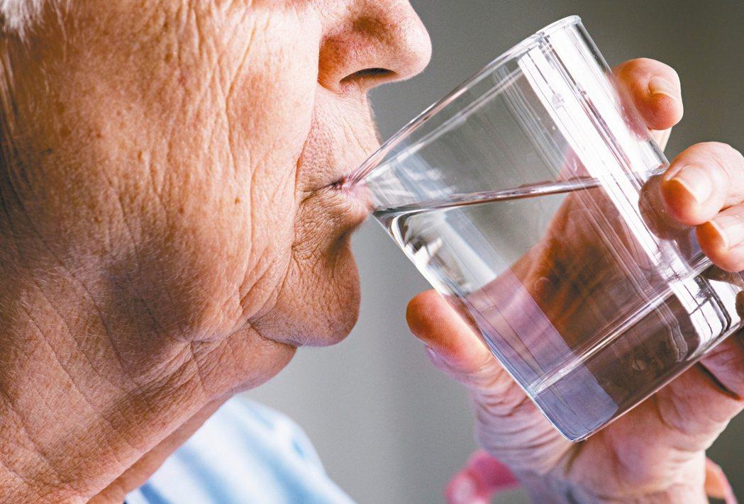 喝水示意圖。 圖/123RF