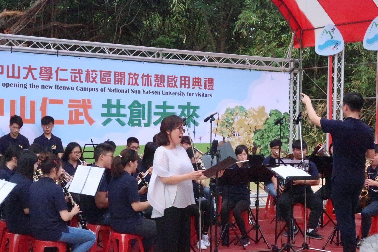 中山大學舉辦仁武校區開放休憩啟用典禮表演。 記者徐如宜/攝影