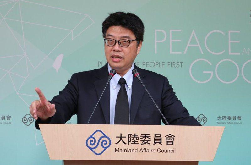 陸委會發言人邱垂正表示,依兩岸條例規定,台灣人民不得在大陸設籍或領用大陸護照。 圖/聯合報系資料照片