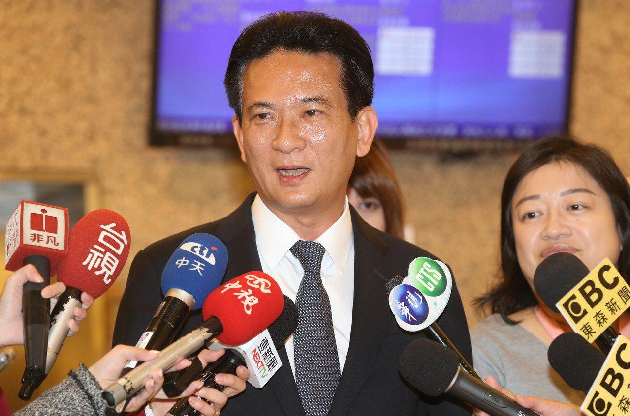民進黨立委林俊憲再批韓國瑜買豪宅竟施壓業主借款。記者林俊良/攝影