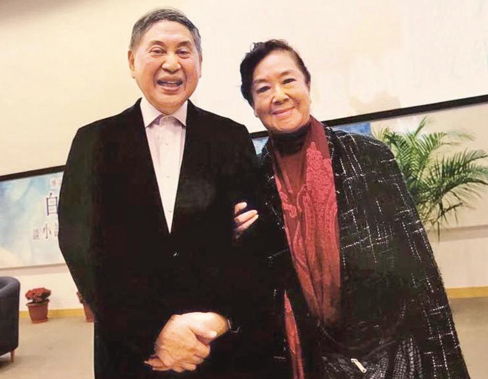 2017年在珠海大學的講座中,白先勇(左)與夏丹重逢。 圖/白先勇提供