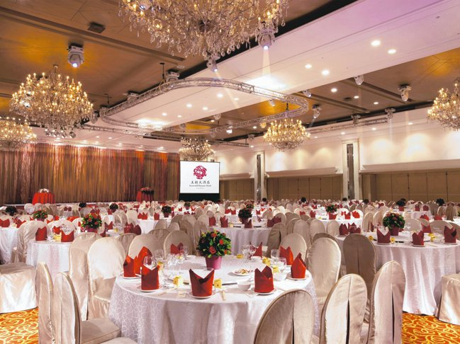國際大會堂擁有挑高5米的氣派空間,現場還可安排各式大型表演活動 。 圖/王朝大酒...