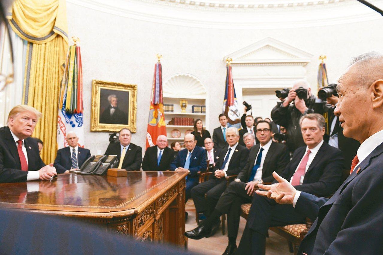外電報導,川普政府內部對於美中第一階段貿易協議是否包含分階段取消現有關稅仍有雜音...