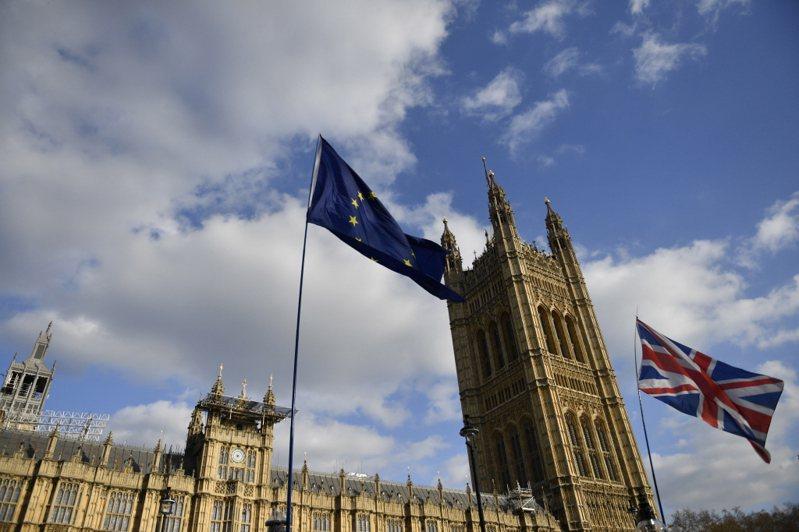 民調顯示,英國當前執政的保守黨可望在12月12日的國會選舉大勝,將比其他政黨總和多贏68席,取得逾30年來最多席次,這代表首相強生有望順利推動英國脫歐。歐新社